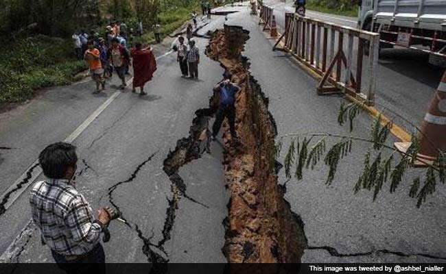 nepal-quake-broken-road_650x400_41429949851