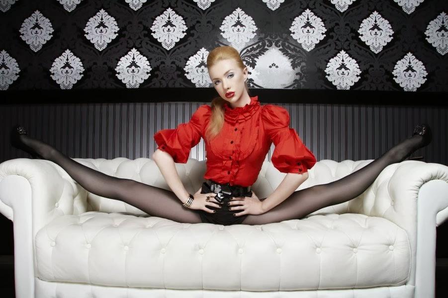 Meet the World's Flexible Woman Julia Gunthel aka Zlata (4)
