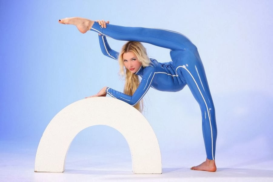 Meet the World's Flexible Woman Julia Gunthel aka Zlata (7)