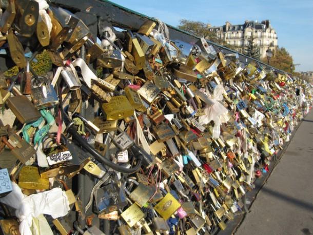 Lover-Locks-Pont-des-Arts-bridge2-610x458