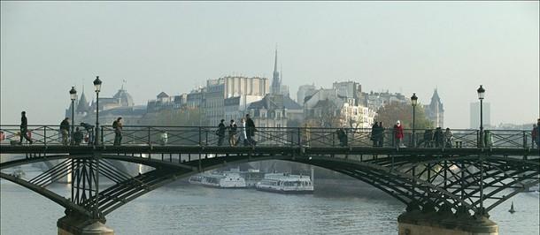 Lover-Locks-Pont-des-Arts-bridge5-610x266