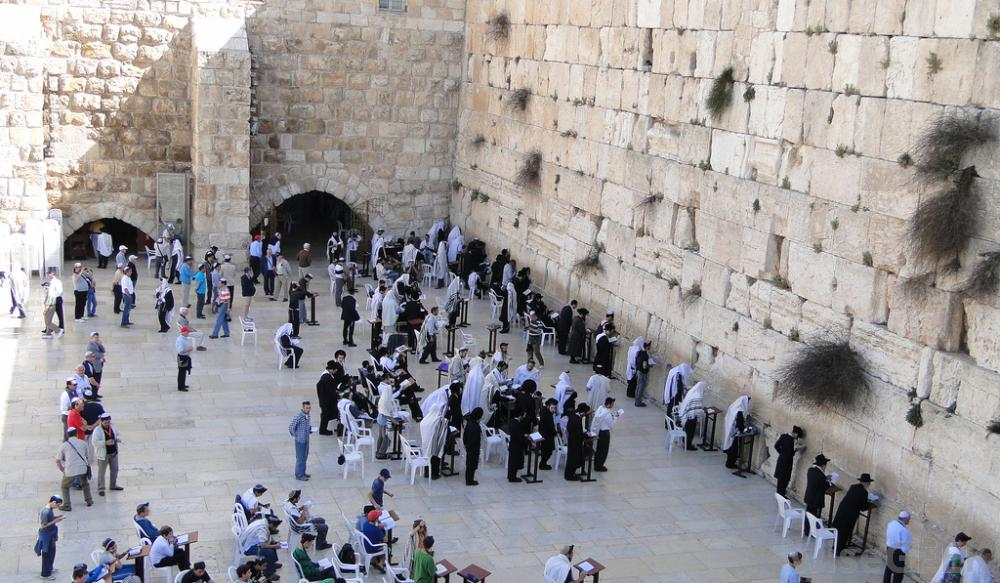morning-prayers-at-the-western-wall-in-jerusalem