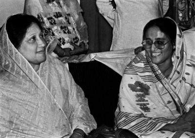 খালেদা-জিয়া-এবং-শেখ-হাসিনা-একসাথে-১৯৯০-।