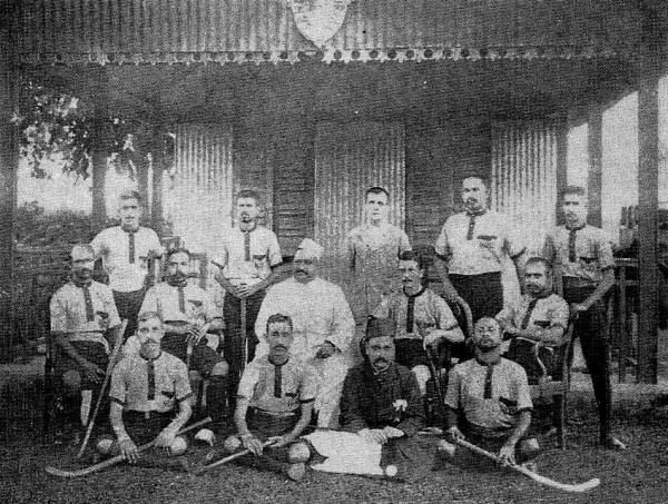 1907-Nawab-Sir-Khwaja-Salimullah-Bahadur-with-Dhakas-first-Hockey-team