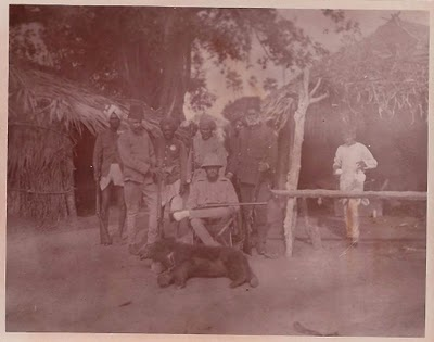 1920-Hunting-a-Bear