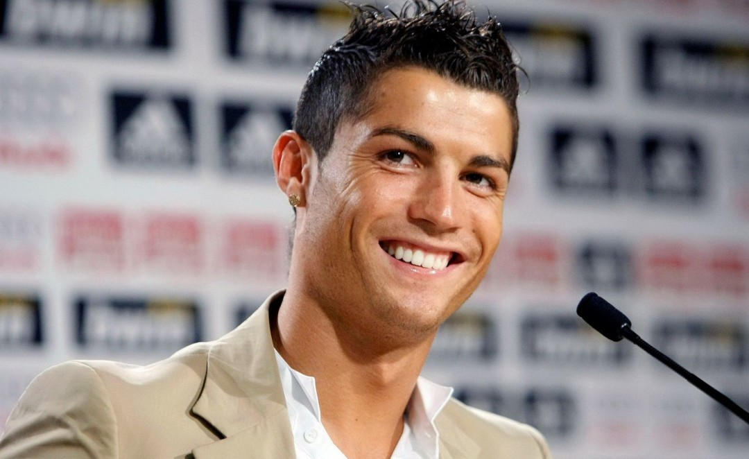 Cristiano-Ronaldo-Hairstyle-2012-HD-Wallpaper-1080x662