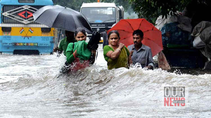 kolkata-rain-people