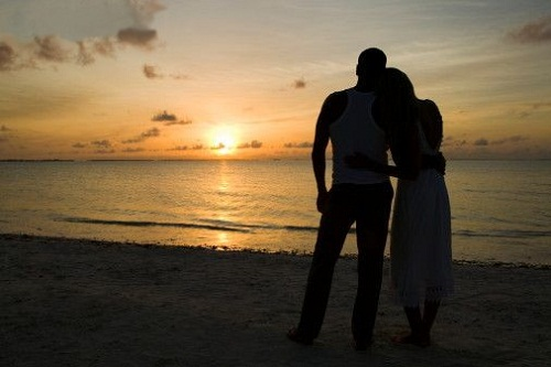 silhouette-of-couple-on-beach