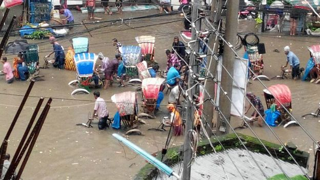 150901123009_dhaka_rain_640x360_bbc_nocredit