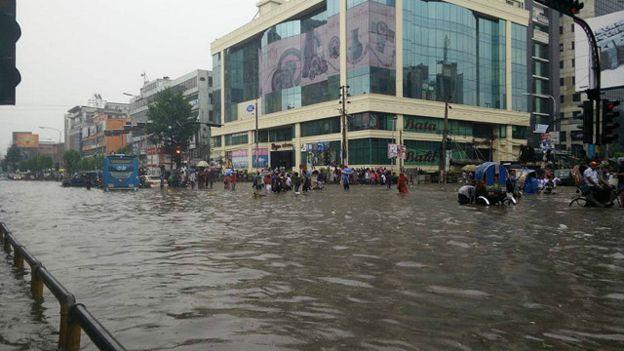 150901123110_dhaka_rain_640x360_bbc_nocredit