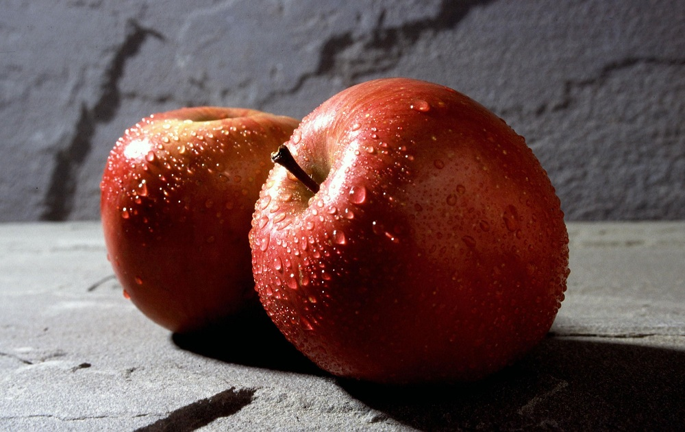 Red_apple_fruits