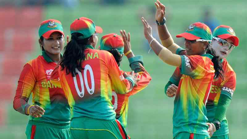 female cricket team