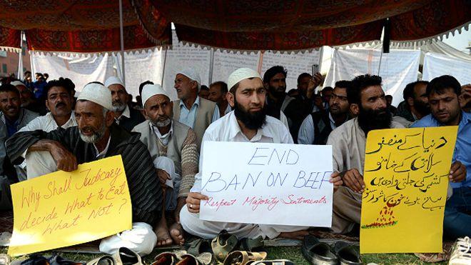 151005013138_protest_against_beef_ban_srinagar_640x360_afp_nocredit