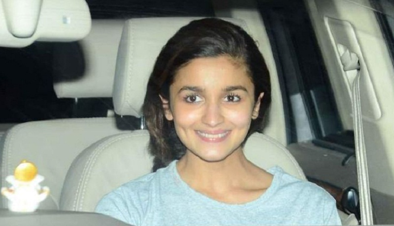 Alia Bhatt Snapped at Mehboob Studios