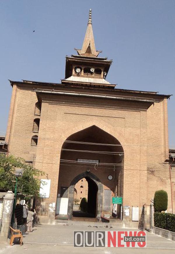 এশিয়ার বৃহত্তম মসজিদ শ্রীনগর জামে মসজিদের মূল গেটের একাংশ