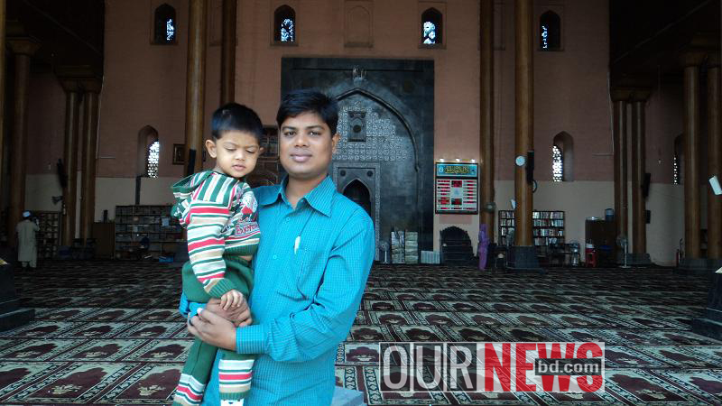 এশিয়ার বৃহত্তম শ্রীনগর জামে মসজিদের ভিতরের একাংশ