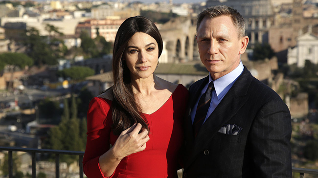 "Actors Daniel Craig (R) and Monica Bellucci pose during a photo call for the new James Bond film ""Spectre"" in downtown Rome, February 18, 2015.   REUTERS/Max Rossi  (ITALY - Tags: ENTERTAINMENT)"