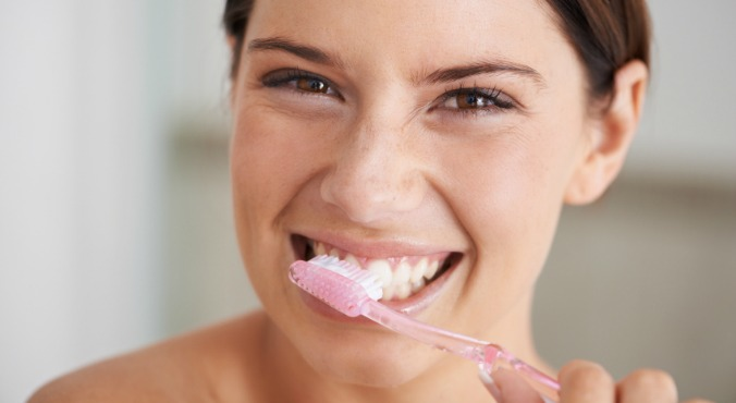 woman-brushing-0teeth-1