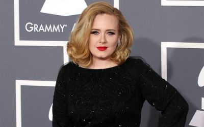 Adele-top1448539925