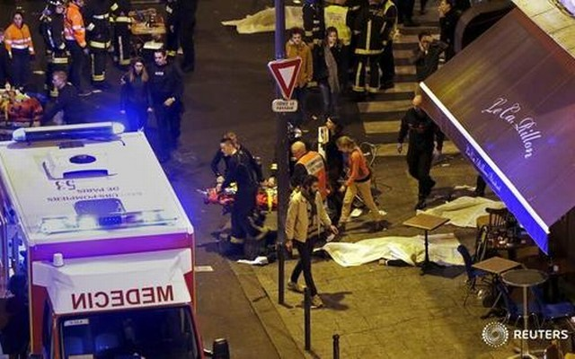 French+fire+brigade+members+aid+an+injured+individual+near+the+Bataclan+concert+hall+following+fatal+shootings+in+Paris,+France,+November+13,+2015.