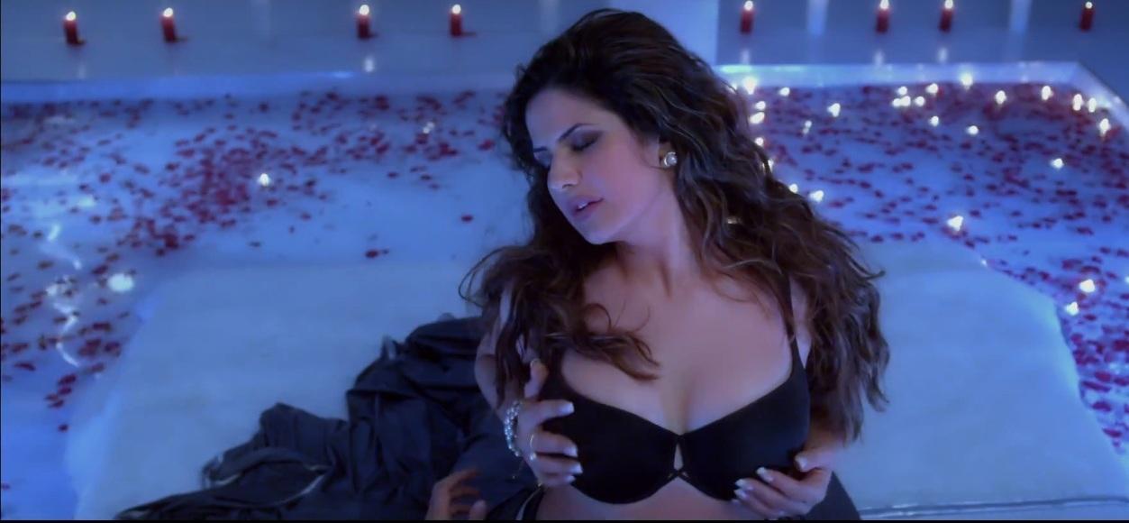 Zarine-Khan-Bikini-Scene-in-Hate-Story-3