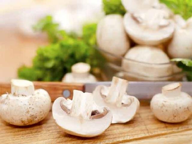 25-1448455472-mushroomsfortheears