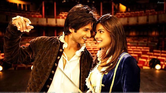Teri Meri Kahaani - Priyanka Chopra And Shahid Kapoor Smiling And Looking Each Other