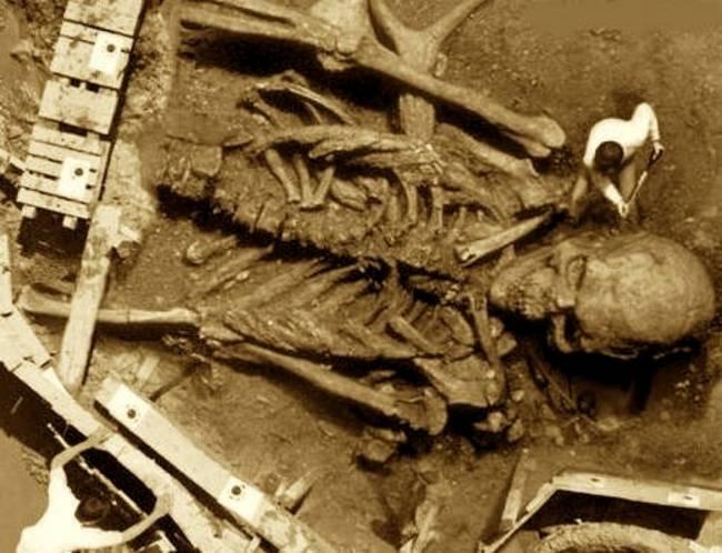 giant-skeleton-found-india-1930s