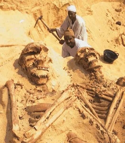 giant-skeletons-egypt