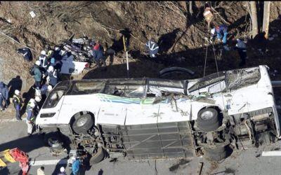 bus_accident_japan1452838811
