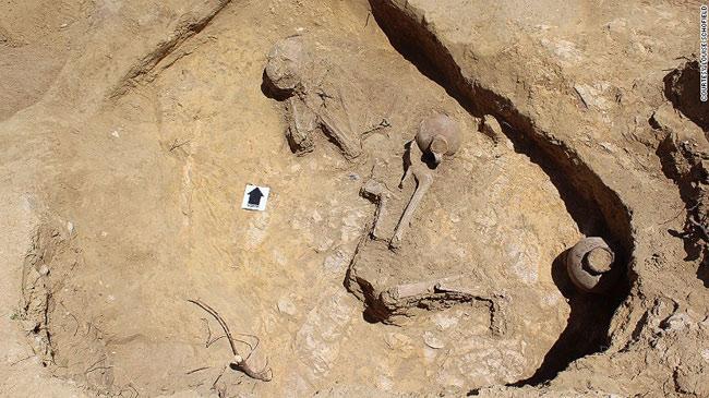 1454415300-tomb-03