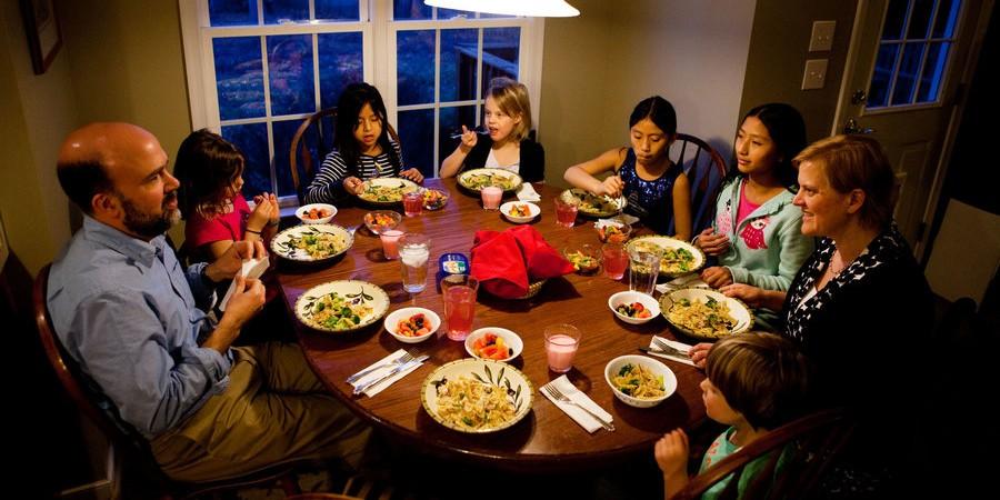 dinner01_slide-3fe223f875768309fbe02165a865c9c09c969ad5-s900-c85