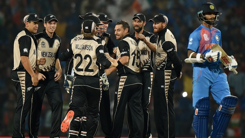 New Zealand bowler Nathan McCullum (4th R) celebrates with team mates after the wicket of India's batsman Shikhar Dhawan (R) during the World T20 cricket tournament match between India and New Zealand at The Vidarbha Cricket Association Stadium in Nagpur on March 15, 2016. / AFP / PUNIT PARANJPE        (Photo credit should read PUNIT PARANJPE/AFP/Getty Images)