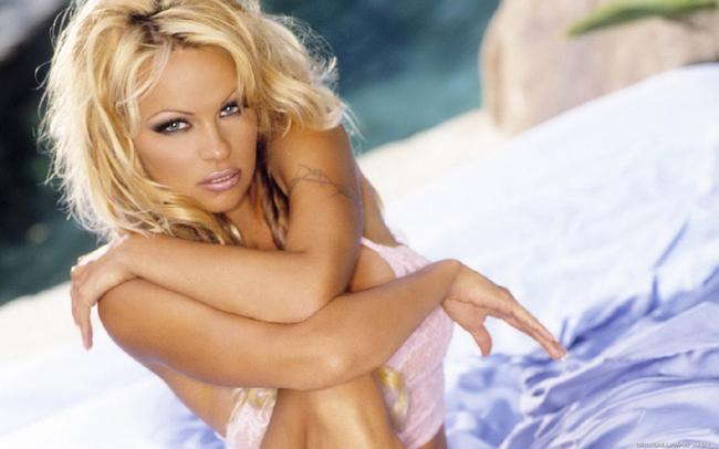 Pamela-Anderson-1440x900-003_0