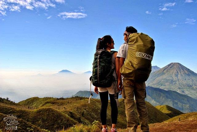 cara-agar-kencan-tidak-membosankan-hiking