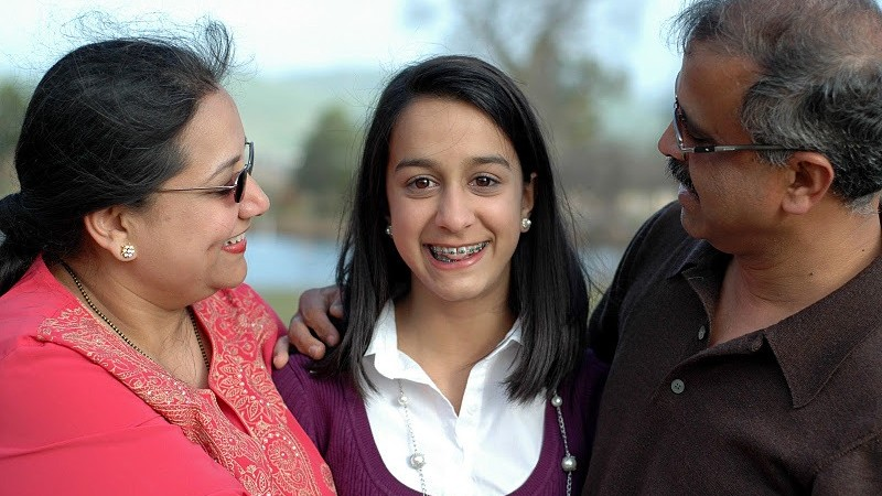 indian-parents-with-teen