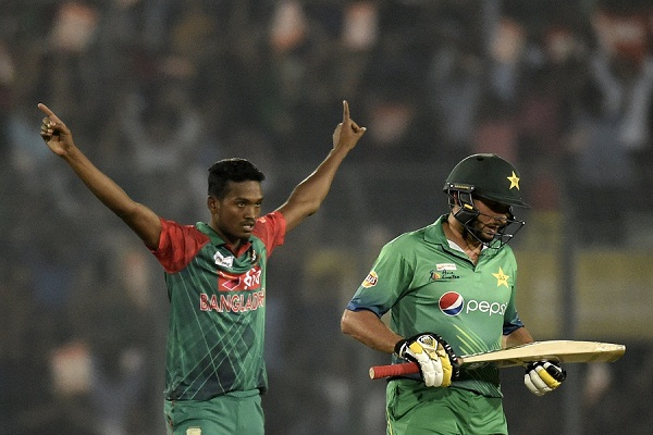 Bangladesh cricketer Al-Amin Hossain (L) reacts after the dismissal of Pakistan cricket captain Shahid Afridi (R) during the Asia Cup T20 cricket tournament match between Bangladesh and Pakistan at The Sher-e-Bangla National Cricket Stadium in Dhaka on March 2, 2016. AFP PHOTO/ MUNIR UZ ZAMAN / AFP / MUNIR UZ ZAMAN        (Photo credit should read MUNIR UZ ZAMAN/AFP/Getty Images)