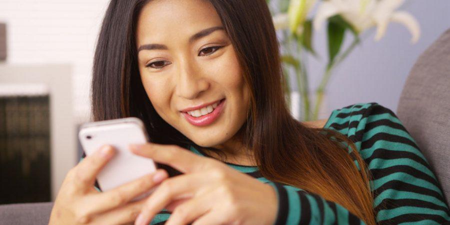 Girl-Watching-Mobile-Video