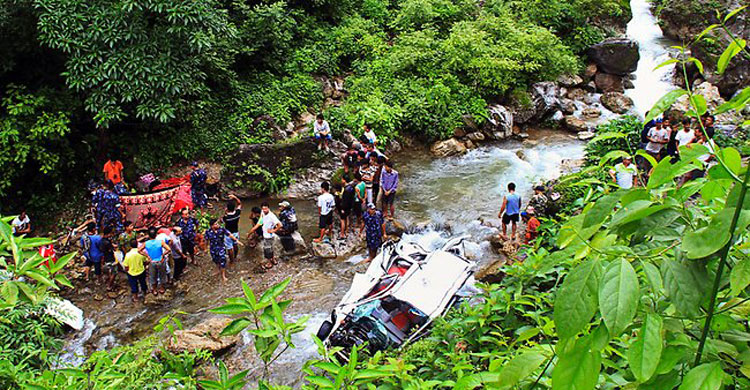 nepal-accident20160412120959