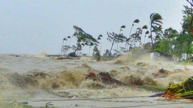150731102411_bd_cyclone_bay_of_bengal_hatiya_waves_640x360_focusbangla_nocredit
