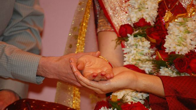 150218133648_hindu_marriage_kanna_dan_640x360_bbc_nocredit
