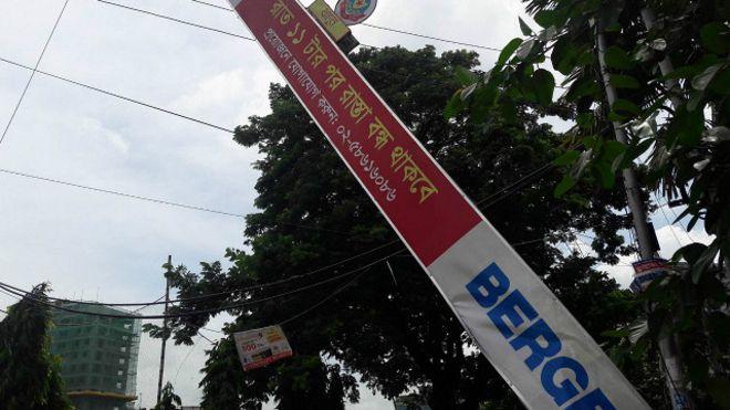 160805154704_dhaka_security_gate_640x360_bbc_nocredit