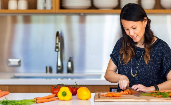 Landing-Page-Cooking-Guides-Jess-Kitchen-Chopping-1060x650