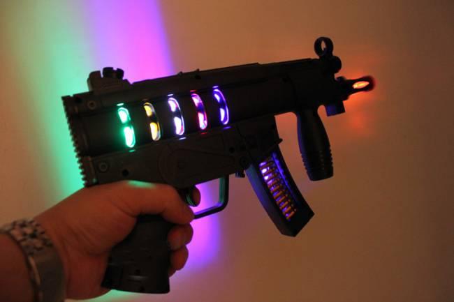 Toy-plastic-machine-gun-light-up-flashing-lights-sounds-shake-laser-super-power-kids-toys-bar