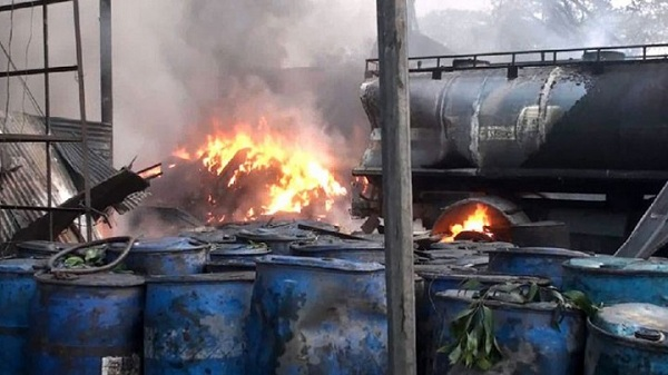 6-killed-in-gazipur-tyre-factory-fire-720x405_127598