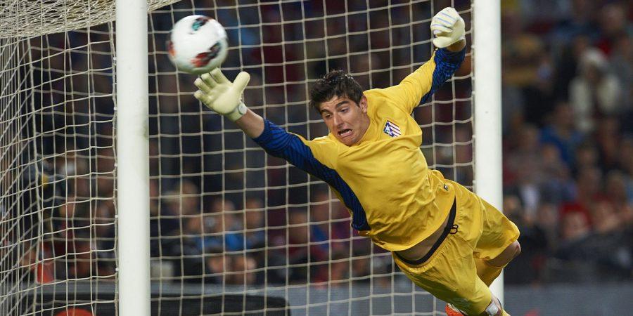 24.09.2011, Primera Division, FC Barcelona - Atletico Madrid v.l. Courtois (Atletico de Madrid) FOTO: Huebner/Lau