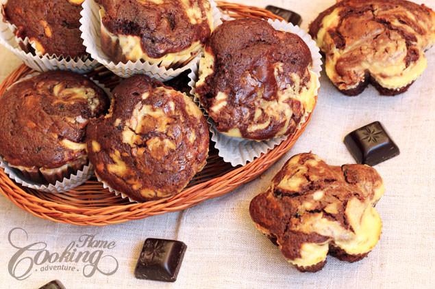 chocolate-cream-cheese-muffins