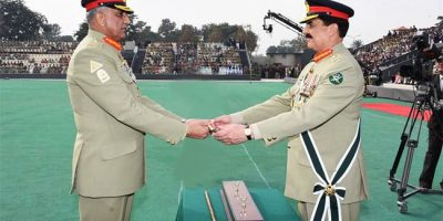 gen_raheel_sharif_hands_over_the_baton_of_command_to_gen_qamar_javed_bajwa_32352_1480418213